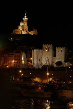 Marseille Saint-Victor et Notre-Dame de la Garde la nuit