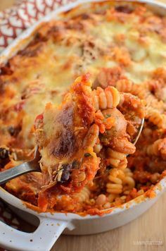 Slimming Eats Sausage and Bean Pasta Bake - gluten free, vegetarian, Slimming World and Weight Watchers friendly (mozzarella chicken weight watchers) Slimming World Pasta Bake, Slimming World Dinners, Slimming World Recipes Syn Free, Slimming Eats, Slimming World Sausage Casserole, Sausage And Bean Casserole, Slimming World Cake, Slimming Word, Sausage Recipes