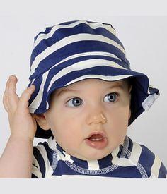 Chapeau anti UV à rayures, bleu marine et blanc Mayoparasol Ⓡ, collection  Marinou. Pour protéger le visage et le cou de bébé des coups de soleil. 32a8e444391