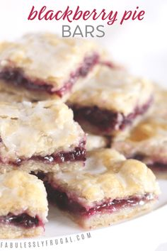 Easy Blackberry Pie Bars Recipe - Fabulessly Frugal - - I love these blackberry pie bars! The sweet berry filling and tender, flaky crust are magical together. Easy Pie Recipes, Baking Recipes, Bar Recipes, Shrimp Recipes, Rice Recipes, Easy Blackberry Pie, Blackberry Dessert Recipes, Frugal, Tolle Desserts