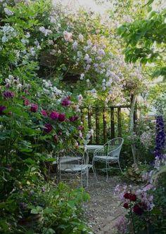 40 Awesome Secret Garden Design Ideas For Summer - Backyard Garden Inspiration Unique Garden, Diy Garden, Dream Garden, Garden Paths, Garden Art, Summer Garden, Shade Garden, Cacti Garden, Natural Garden