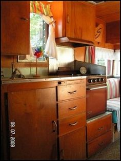 1960 Shasta 16' (Notice the pull out shelf above the drawers.  Need this)