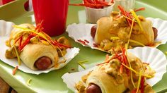 Nacho Chorizo Dogs Flavorful chorizo sausage mixed with nacho cheese sauce top a Southwest inspired crescent dog. Mexican Appetizers Easy, Fancy Appetizers, How To Cook Chorizo, Key Food, Food Food, Hot Dog Recipes, Football Food, Game Day Food, Appetisers