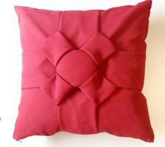 Confeccionado em tecido Oxford, nas cores vermelha,vinho, laranja, roxo ou lilás. Forro em TNT.