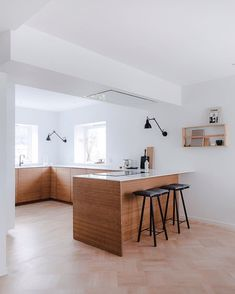 "Kjøkken | Bad | Møbler on Instagram: ""Wooden floors and warm natural materials against cool and simple surfaces, can never go wrong. 📷: @annemeranda_photo - #askogengfronts…"""
