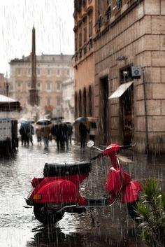 Vespa in the Rain, Paris Walking In The Rain, Singing In The Rain, Rainy Night, Rainy Days, I Love Rain, Paris Ville, Rain Drops, Places To Go, Beautiful Places