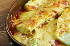 Le zucchine ripiene gratinate al forno sono un secondo piatto a base di verdure cremoso e dal sapore intenso. Ecco la ricetta ed alcune varianti