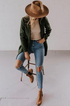 Blair Clutch Coat Elegant Coats for Fall – Dark Green Coat Outfits With Hats, Mode Outfits, Casual Outfits, Fashion Outfits, Green Outfits, Easy Outfits, Neutral Dress Outfits, Casual Ootd, Amazing Outfits