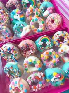 12 Bite size mini donuts, in the form of Belgian chocolate, decorated with a variety of colourful sprinkles, and sugar unicorn and rainbow. They come in a gift box but can be wrapped individually if requested. *sprinkles may vary. Contains dairy and soya.