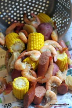 LOW COUNTRY BOIL INGREDIENTS: 5 quarts water 3/4 cup Old Bay Seasoning 12 medium red potatoes 6 smokes sausage links cut in hal...