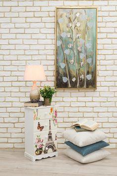 Creează-ți atmosfera mult dorită cu veioza, pernele decorative și tabloul de inspirație vegetală! #veioza #tablou pictat manual #tablou #perne decor #perne decorative #dulapior