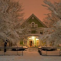 12 Perfect Homes To Spend A Snow Day In - Beautiful Winter Homes. - House Beautiful
