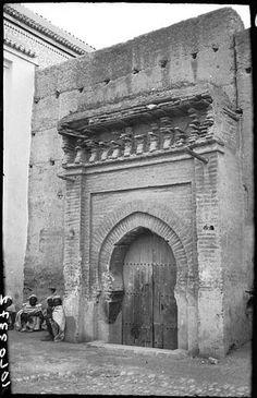 Marrakech  Mosquée  Porte de la mosquée près de l'hôtel  1924 Islamic Architecture, Marrakesh, Middle East, Morocco, African, Arabesque, Drawings, Artwork, Nativity Scenes