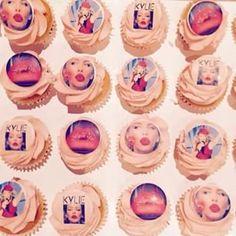 What a week at TCQ HQ! So many cupcakes, so many macarons, so many cake pops, so many #TCQmoments - happy Fri-YAY! #thecupcakequeens #friYAY