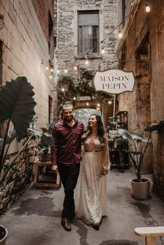 Stay warm with these winter engagement photo outfit ideas | Image by Julia Garcia-Prat Winter Engagement Photos, Engagement Outfits, Wedding Blog, Dream Wedding, Glamorous Dresses, Stay Warm, Lounge Wear, Wedding Ceremony, Glamour