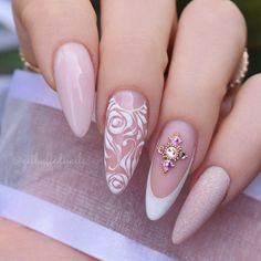 Bridal Nails Getbuffed Style Beautiful almond nails with hand-painted roses and swirls, glitter and Best Nail Art Designs, Fall Nail Designs, Bride Nails, Wedding Nails, Nail Art Arabesque, Cute Nails For Fall, Nail Decorations, Almond Nails, Gorgeous Nails