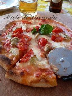 Pizza..pizza...pizza.....Toglietemi tutto ma non....la pizza con pasta madre o lievito naturale!! La pizza con la pasta madre è davvero leggera, digeribil