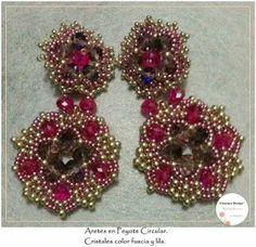 Aretes en peyote circular. Cristales color fucsia y lila.