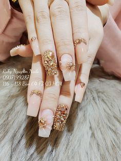 Bling Acrylic Nails, Glittery Nails, Sparkle Nails, Fancy Nails, Nude Nails, Stiletto Nails, Pretty Nail Art, Beautiful Nail Art, Fabulous Nails
