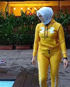 Arab Girls Hijab, Girl Hijab, Beautiful Muslim Women, Beautiful Hijab, Sexy Asian Girls, Sexy Hot Girls, Muslim Women Fashion, Hijab Fashionista, Turkish Fashion