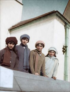 The Romanov Sisters: Anastasia, Tatiana, Olga, and Maria standing together on a balcony [Colorized] Tatiana Romanov, Anastasia Romanov, Anastasia Costume, Queen Victoria Descendants, Ancient Egyptian Art, Ancient Aliens, Ancient Greece, Romanov Sisters, House Of Romanov