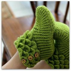 podkins:    * Crodile Stitch Crocheted Slippers *  This is a bloody hard stitch to learn! I spent 3frustrating hours the other weekend watching YouTube clips in an attempt to teach myself the stitch. No such luck!  So … just a weebit jealous about these! :) Found via Craftsy.com