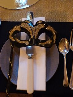 Handmade black and gold mask #gatsbyparty