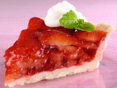 Not big on baking? Make your Valentine this Easy NO BAKE Strawberry Pie!