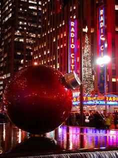 NYC New York City Travel Honeymoon Backpack Backpacking Vacation New York City Christmas, Christmas And New Year, Christmas Time, Merry Christmas, Xmas, Christmas Stuff, Christmas Photos, New York Noel, Christmas Lights