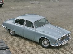 Jaguar 420 of 1967 Maintenance/restoration of old/vintage vehicles: the material for new cogs/casters/gears/pads could be cast polyamide which I (Cast polyamide) can produce. My contact: tatjana.alic@windowslive.com