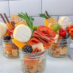 Snacks Für Party, Appetizers For Party, Appetizer Recipes, Individual Appetizers, Charcuterie Recipes, Charcuterie And Cheese Board, Cheese Boards, Comidas Light, Food Platters