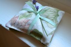 Lavender sachets Sachet Set Floral Sachet French by kookyhandbags Lavender Buds, French Lavender, Lavender Sachets, Woolen Socks, Scented Sachets, Lingerie Drawer, Jute, Bed Pillows, Gift Wrapping