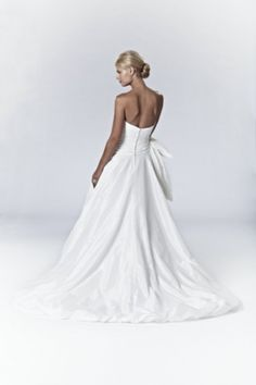 Camilla - Bridal Gown by Lis Simon (back)