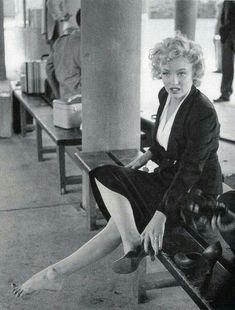 McMullan McMullan Monroe # classy lady old Hollywood glamour Marylin Monroe, Marilyn Monroe Photos, Marilyn Monroe House, Hollywood Glamour, Classic Hollywood, Old Hollywood, Hollywood Heroines, Divas, Jock