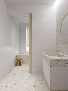 Coffee colour decor mixed into cream interiors. Modern home ideas, including a textured feature wall, a kitchen with a unique fish tank, and terrazzo coatings. Bad Inspiration, Bathroom Inspiration, Apartment Interior Design, Bathroom Interior Design, Terrazzo, White Bathroom, Modern Bathroom, Modern Desk Chair, White Wall Tiles