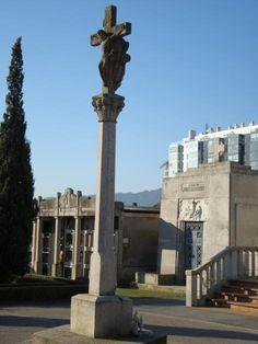 Cruceiro en el cementerio de Bouzas