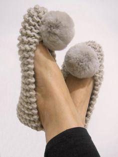Knitting Stitches, Knitting Patterns, Crochet Patterns, Crochet Baby, Knit Crochet, Crochet Slipper Pattern, Knitted Slippers, Faux Fur Pom Pom, Pom Poms