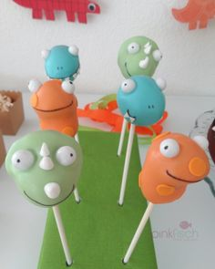 Pinkfisch Dinosaurier Party: Cake Pops von That Baking Girl
