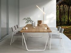 Manutti's Air table has a sleek and clean-cut design, full of character. This dining table comes in two sizes and...