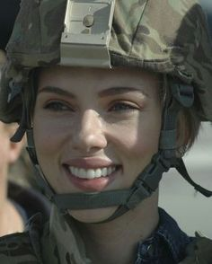 Can we get a salute for our cute soldier Hollywood Fashion, Hollywood Actresses, Scarlett Johansson Red Hair, Scarlet Heart Ryeo, Natasha Richardson, Michelle Rodriguez, Marvel Girls, Marvel Avengers, Social Media Stars