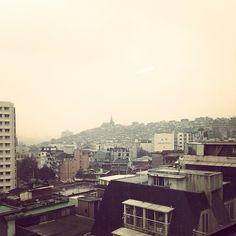 hangvely / #윤하 #노래 생각나네 #오늘서울은하루종일맑음 #seoul #rain #빈부격차 #이태원 #takeout_drawing #cafe #landscape #sky #서울 #하늘 / 서울 용산 한남 / 2014 01 26 /