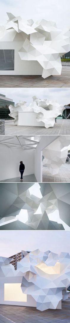 pavillon Bloomberg d'Akihisa Hirata situé devant l'entrée principale du Musée d'Art Contemporain de Tokyo