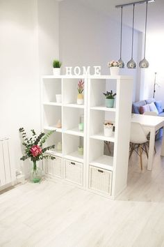 The IKEA Kallax collection Storage furniture is an essential element of any home. They provide buy and assist you to keep track. Trendy and delightfully simple the ledge Kallax from Ikea , for example Ikea Regal, Kallax Regal, Diy Casa, Diy Home Decor Projects, Home And Deco, Apartment Living, Apartment Ideas, Home Organization, Studio Apartment Organization
