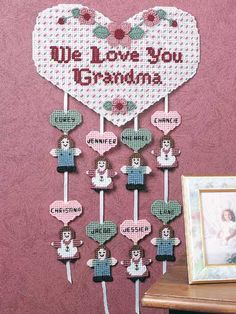 Plastic Canvas - Holiday & Seasonal Patterns - Mother's Day & Father's Day Patterns - We Love You Grandma
