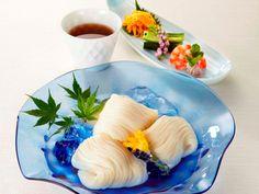 【兵庫県 手延そうめん揖保乃糸】手延そうめん「揖保乃糸」は、たつの市を中心に播磨西部で作られる、伝統の製法で幾度も熟成を重ねた逸品です。そうめんは夏の食べ物と思われがちですが、寒い季節には温めた和風だしに素麺とお好みの薬味を入れて「にゅうめん」として年中美味しく召し上がっていただけます。 #Hyogo_Japan #Setouchi