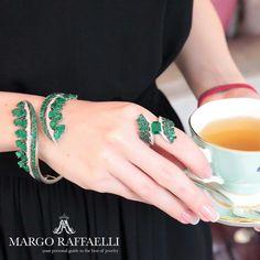Tea o'clock at @vanleles_diamonds ❤ Credit: www.margoraffaelli.com #margolovesvanleles #margolovesemeralds