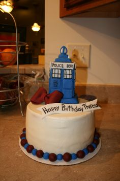 would do a better tardis and wouldnt leave the outside blank I'd do the fourth doctors scarf wrapping around it :) Birthday Party For Teens, Teen Birthday, Birthday Ideas, Syn Free Gravy, Dr Who Cake, Doctor Who Cakes, 18th Birthday Cake, Cakes For Boys, Occasion Cakes