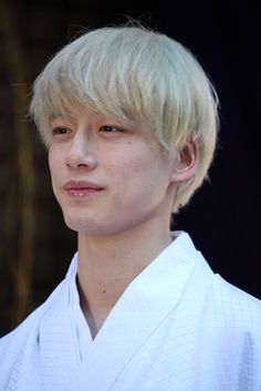 So ding dang delicious Hair Reference, Art Reference Poses, Japanese Boy, Japanese Models, Kentaro Sakaguchi, Nowhere Man, Dream Guy, Silver Hair, Couple Pictures