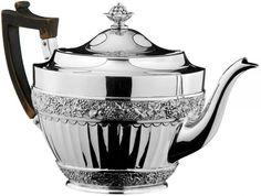 Tee- und Kaffeeservice London 1886 - 88. Silber gedrückt, getrieben, geprägt. Bestand: Tee- und Ka — Silber