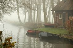 Giethoorn Holland - Town Made of Canals. I would love to visit Holland. I'm not Dutch but my husband is. Places To Travel, Places To See, Beautiful World, Beautiful Places, Fairy Tales, Scenery, Around The Worlds, Calm Waters, Semester